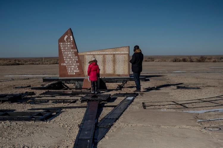 Monumento a las víctimas de la catástrofe de Nedelin, en 1960, cuando el prototipo de misil explotó durante los preparativos para un vuelo de prueba. (Maxim Babenko/The New York Times)