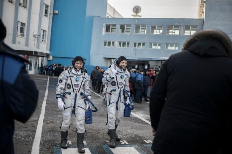 Ann McClain de la NASA y Oleg Kononenko de Roscosmos son la tripulación del Soyuz MS-11 junto con el ingeniero David Saint-Jacques, de la Agencia Espacial Canadiense. (Maxim Babenko/The New York Times)