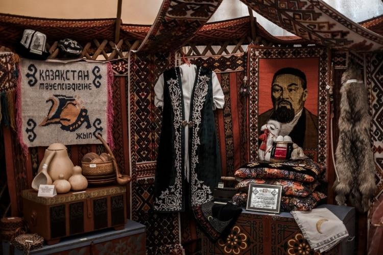 Una exhibición de cultura kazaja en el Museo de la Ciudad de Baikonur. (Maxim Babenko/The New York Times)