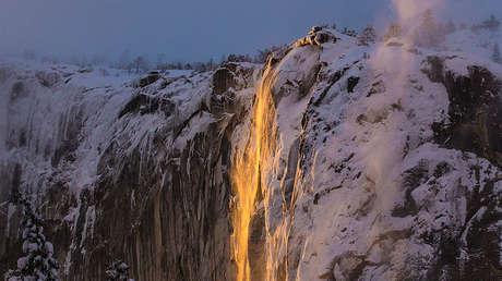 Las cataratas Horsetail, Parque Nacional Yosemite, California, EE.UU. 17 de febrero de 2019.