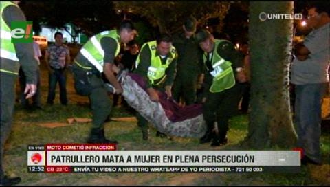 Mujer en moto pierde la vida, patrulla no brinda auxilio y escapa del lugar