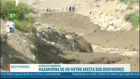 Limpieza del río Taquiña se dificulta; vecinos de Tiquipaya pasaron la noche en vela