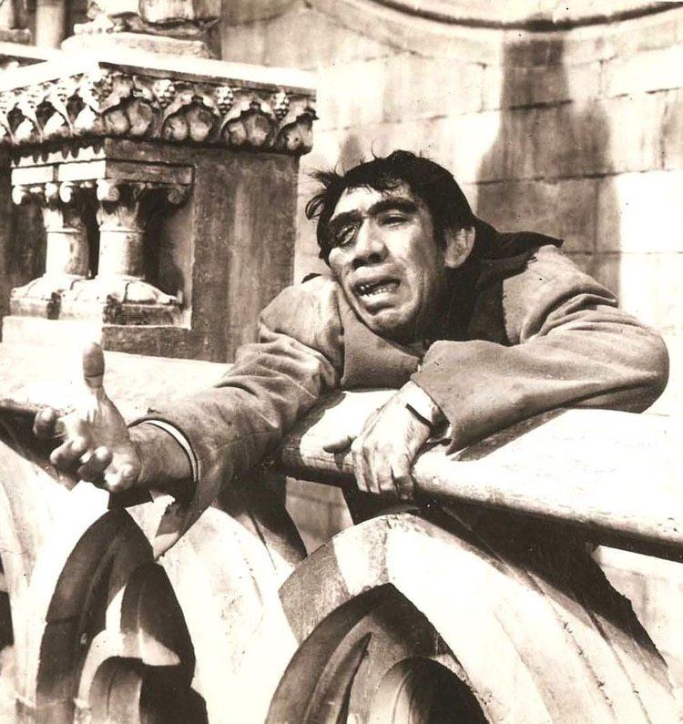 """Anthony Quinn en """"Nuestra Señora de París"""", de 1956"""