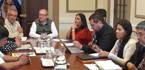 La ministra de Salud, Gabriela Montaño, se reunió hoy con el gobernador Adrián Oliva y otras autoridades de Tarija.