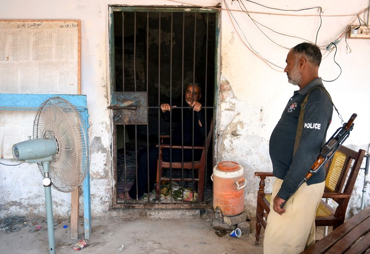 El doctor Muzaffar Ghangro es seropositivo y está encarcelado. Él niega haber inoculado deliberadamente el virus a los pacientes (AFP).