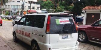 Patrulla con su letrero de «Infractor» Este es el vehículo de la policía que…