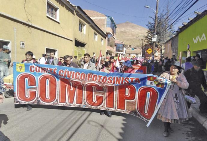 A convocatoria de Comcipo, ayer se desarrolló una marcha de protesta.