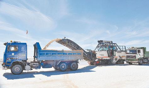 Potosí. Los recursos mineralógicos del Salar de Uyuni, como el litio, interesan a empresas de Europa y Asia.