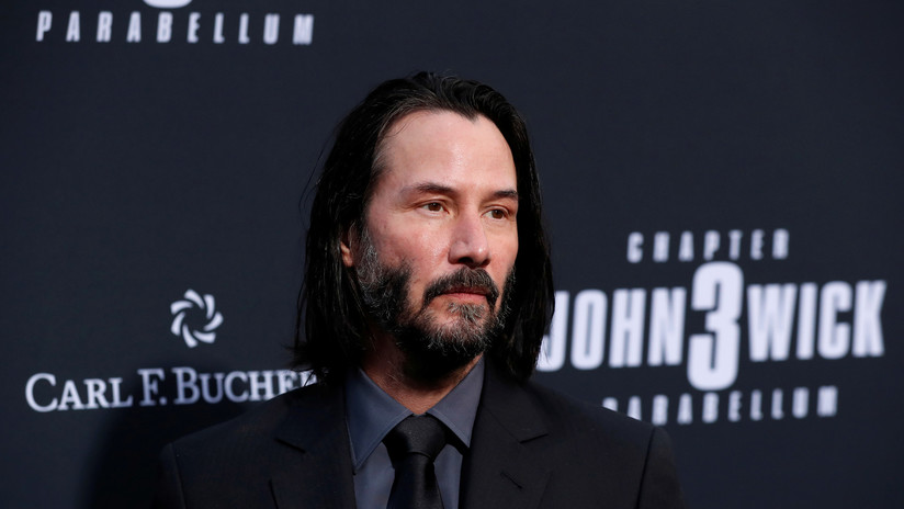 ¿Por qué Keanu Reeves evita tocar a las mujeres? Una serie de fotos del actor abre un debate en las redes sociales