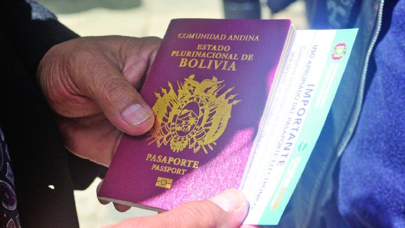 Migración emite pasaportes con chip y tiene listos 500 mil