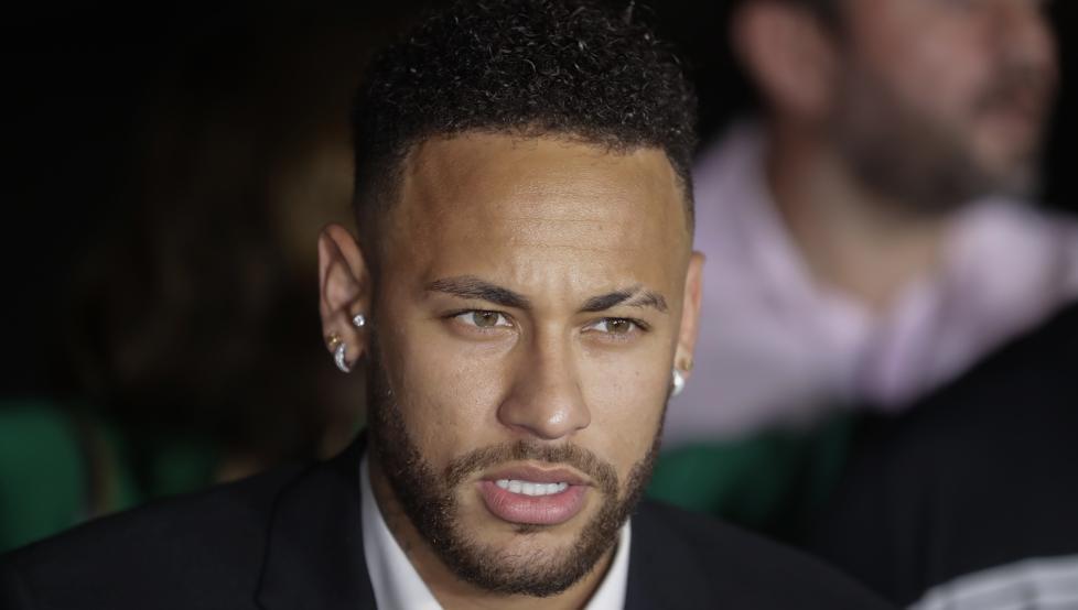 Neymar: preservativos, fotos y alcohol