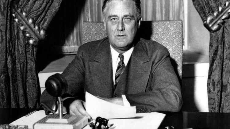 Franklin DelanoRoosevelt fue el primer presidente en dejar de lado la tradición de Washington, y el único en gobernar durante más de dos mandatos (obtuvo en total cuatro)