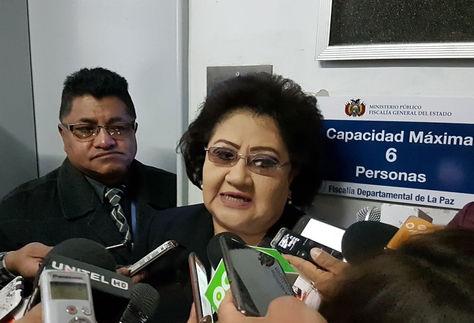 La fiscal Silvia León habla a los medios.