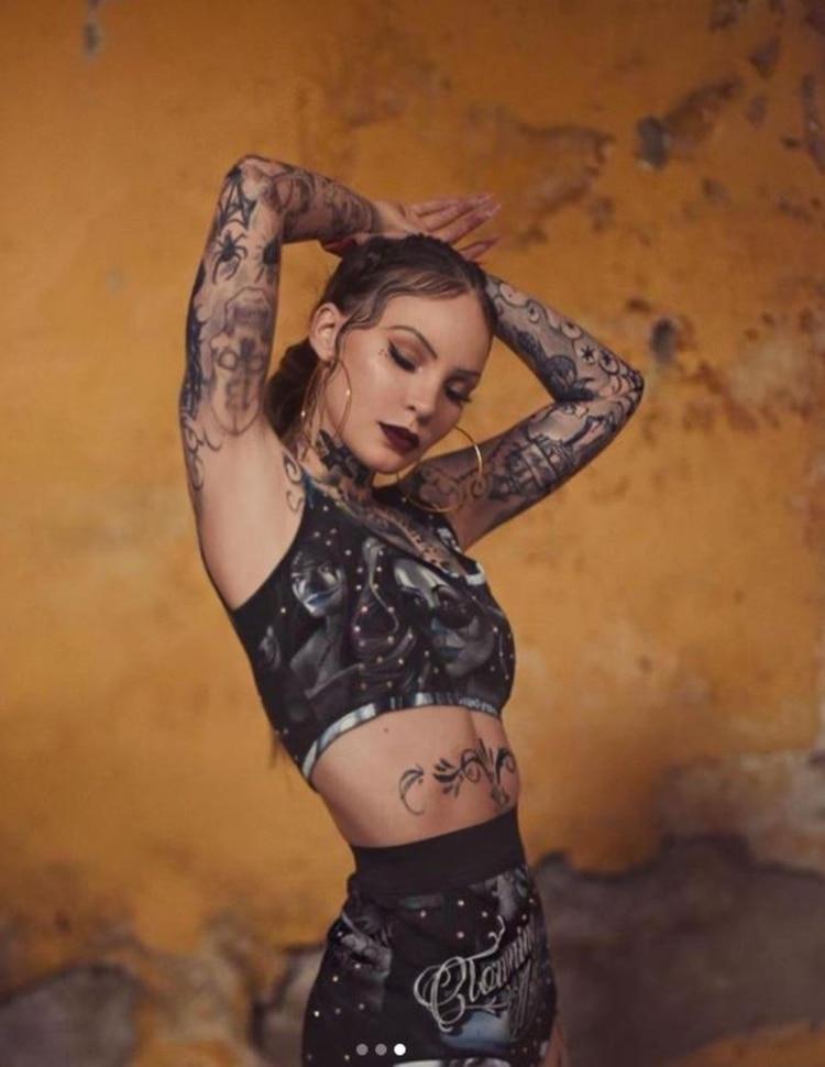 Belinda sorprende con el cuerpo tatuado