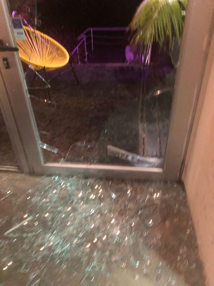 Los destrozos después del robo en el restaurante de Montevideo