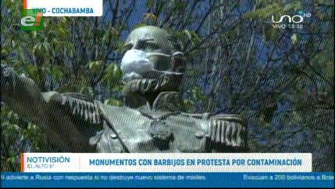 Cochabamba: Las estatuas con barbijos en protesta por la contaminación del aire