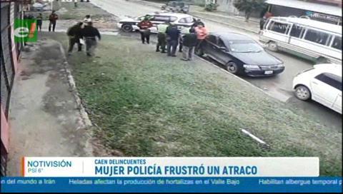 Mujer policía frustra un atraco