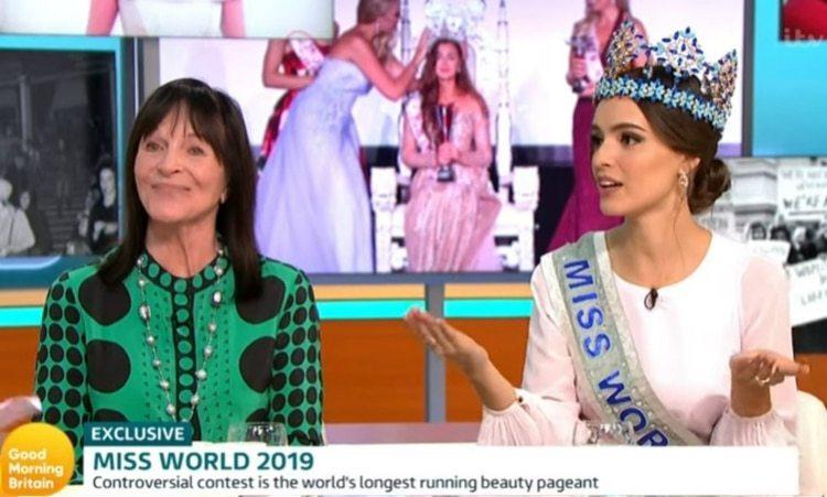 Julia Morley, organizadora de Miss Mundo, también estuvo presente en la entrevista