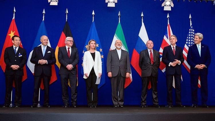 Los cancilleres del Grupo 5+1, Irán y la Unión Europea en la firma del Acuerdo Nuclear en 2015