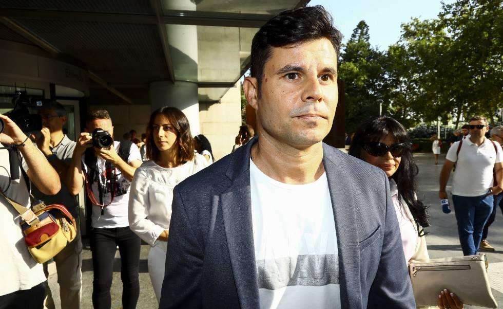 Javier Sánchez Santos llegando a los juzgados de Valencia por la supuesta paternidad de Julio Iglesias, el pasado jueves 4 de julio. rn
