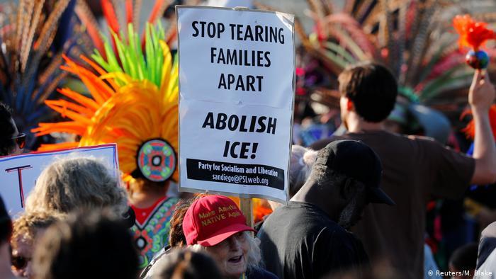 USA   Lights-for-Liberty-Proteste gegen die Einwanderungspolitik der Regierung
