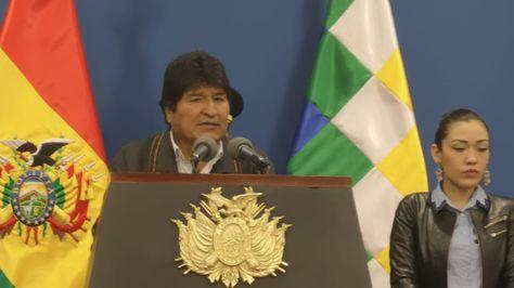 El presidente Evo Morales y la presidenta del Senado, Adriana Salvatierra, en conferencia de prensa. Foto:APG