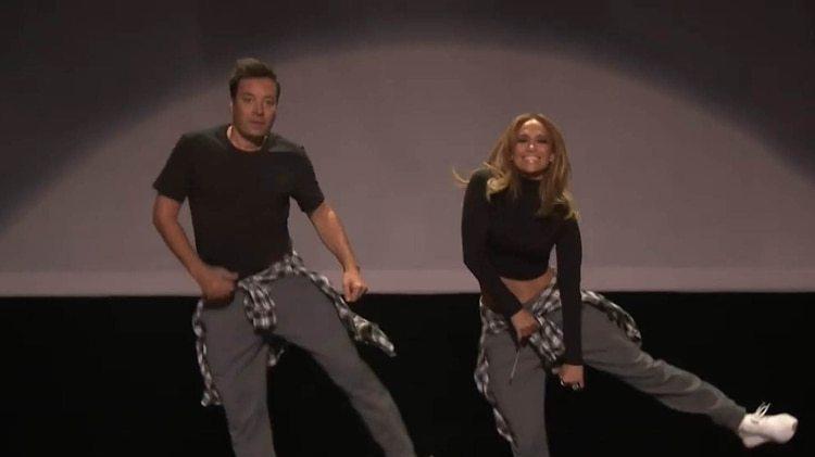 Jimmy Falloon y Jennifer Lopez recrearon las coreografías de los mejores videos pop de la década