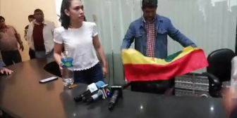 Ver video – «No me gusta esa banderita arrugada, me da vergüenza «Reproducir…