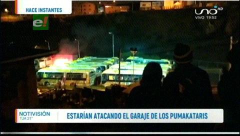 Denuncian que una turba estaría incendiando los buses PumaKatari