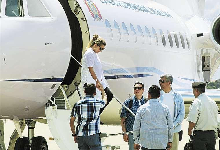 La presidenta Jeanine Áñez solo ha viajado en cuatro oportunidades en el avión FAB 001. Una vez a Cochabamba, dos a Beni y una a Santa Cruz. Foto: ABI