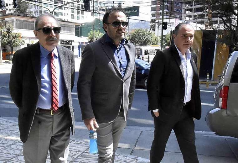 Juan Jordán (centro) es el vocero de los clubes opositores. Foto: APG