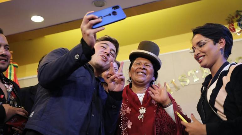 Resultado de imagen para Lanzan la primera versión del Turistuber para promocionar el turismo en Bolivia