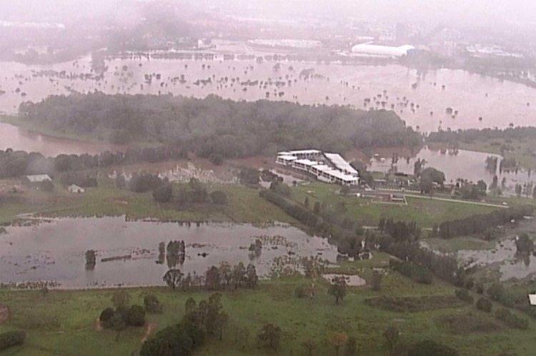 Las inundaciones golpearon el sábado a la zona afectada por los incendios en Australia (AP)