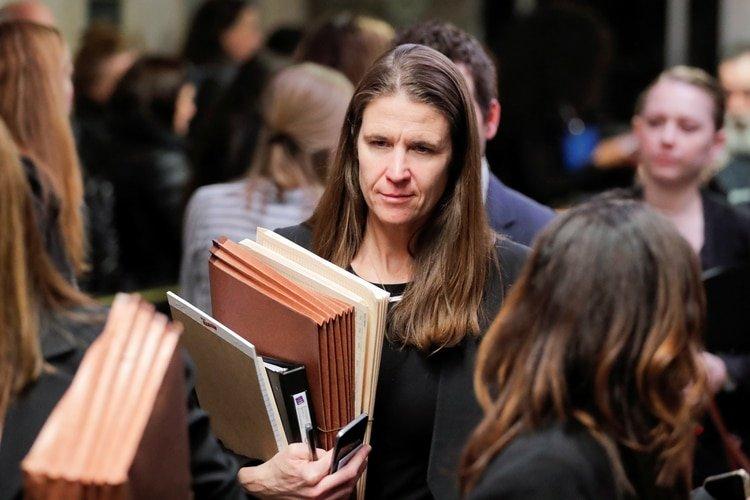 La fiscal adjunta de distrito Megha Hast es vista en el Tribunal Penal de Nueva York mientras asiste al juicio por agresión sexual del productor de cine Harvey Weinstein en el distrito de Manhattan de la ciudad de Nueva York, este 22 de enero (Reuters)
