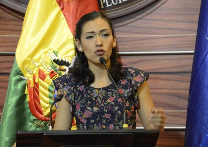 Diputada Brito aclara que la senadora Salvatierra no fue vetada en el MAS
