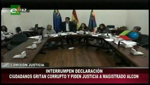 Diputados dejan sin efecto la aprehensión contra el decano Alcón