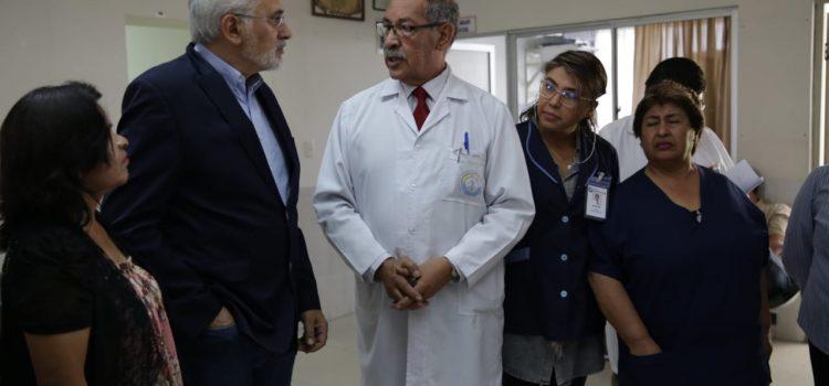 En visita al Instituto de Gastroenterología en Sucre                                                                      Carlos Mesa plantea gestión de salud más eficiente y especializada
