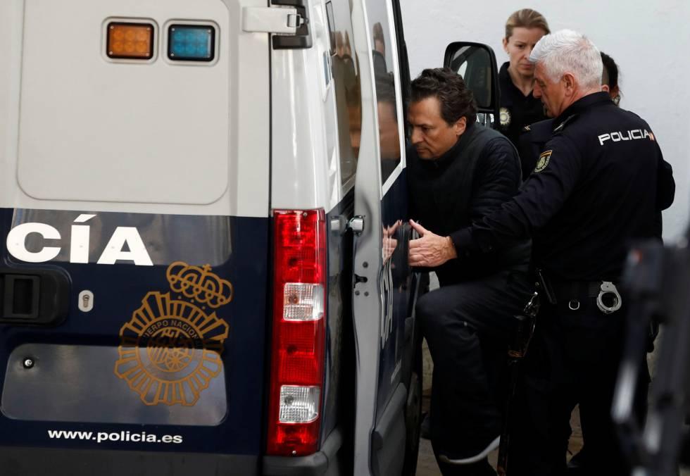 Emilio Lozoya abandona la Audiencia Nacional en un furgón de la policía.