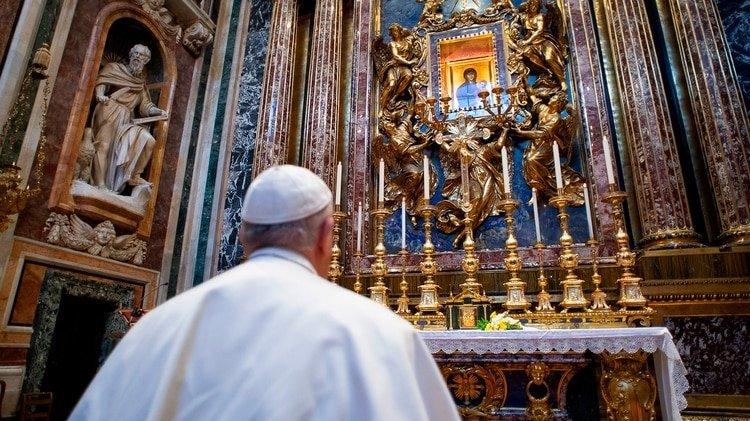 """El papa frente al icono """"Salus populi romani"""