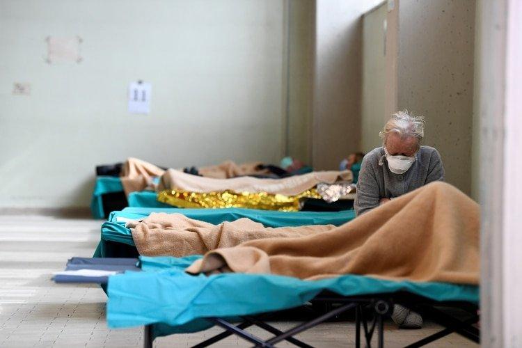 Pacientes en un hospital de Brescia (Reuters)