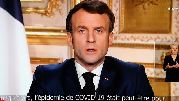 Emmanuel Macron, durante su discurso televisado a la nación