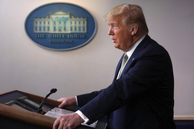 Donald Trump y su equipo encargado de hacer frente al coronavirus solicitaron a la población permanecer en sus casas y evitar reuniones de más de 10 personas (REUTERS/Jonathan Ernst)
