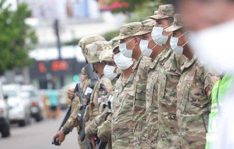 Uniformados listos para salir a las calles en la capital cruceña por la cuarentena nacional