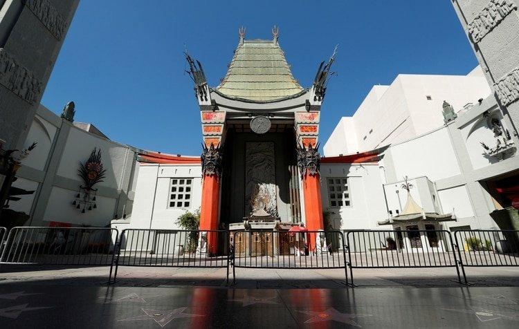 El teatro TCL en Los Ángeles, cerrado debido a brote de coronavirus. Foto: REUTERS/Mario Anzuoni