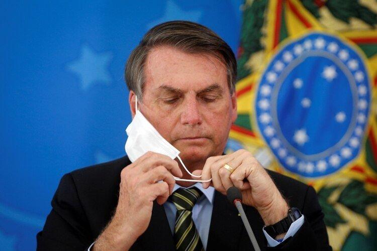 El presidente de Brasil, Jair Bolsonaro, utilizando una mascarilla (REUTERS/Adriano Machado)