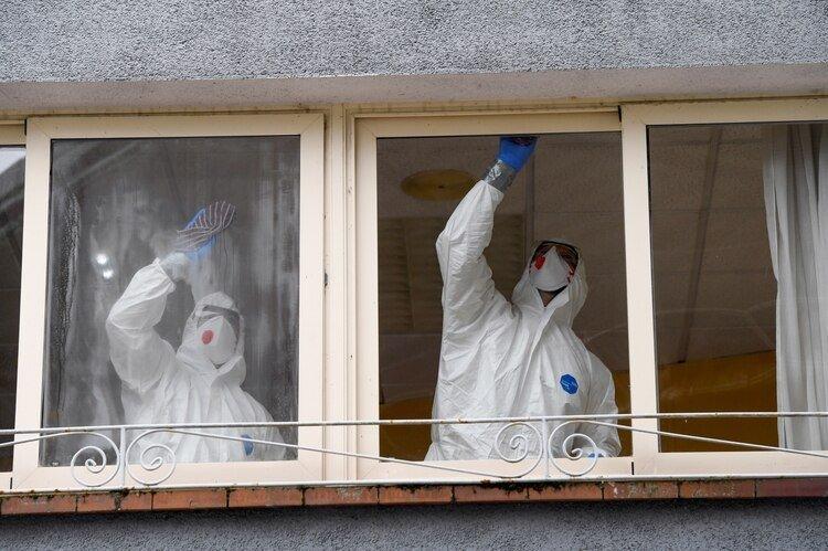 Personal sanitario en Grado, Asturias (Reuters)
