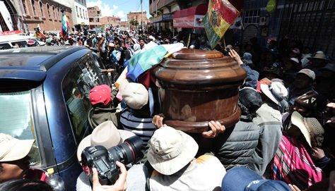 Luto en Senkata. Un cortejo fúnebre el 21 de noviembre en El Alto.