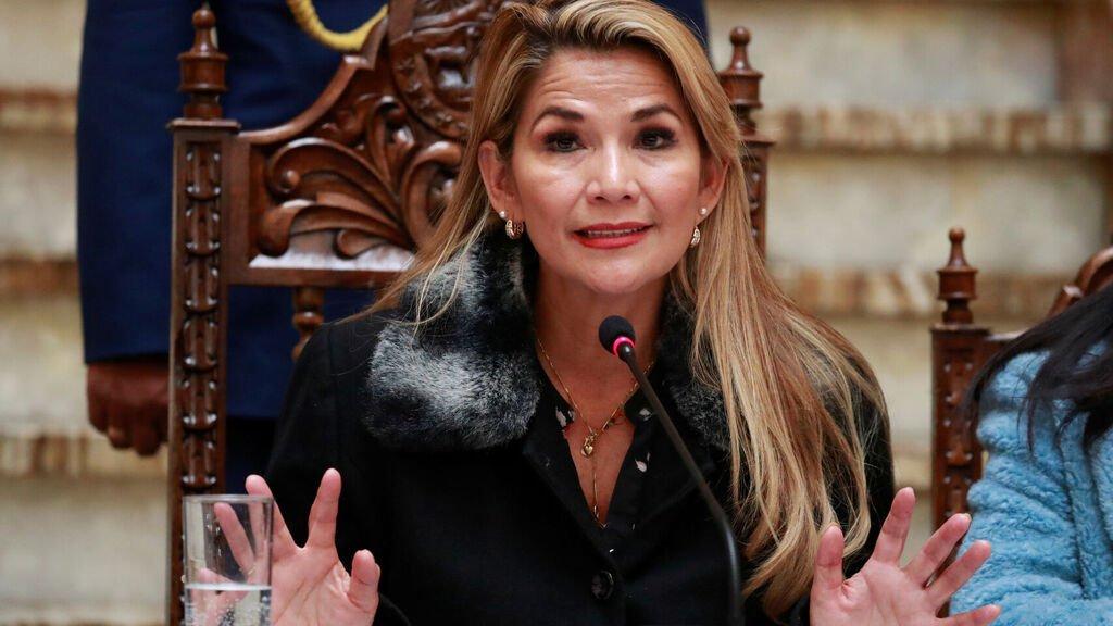 Resultado de imagen de La presidenta Jeanine Áñez i