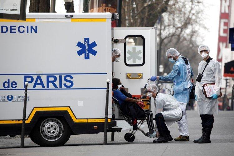 Algunos enfermos por coronavirus serán enviados de Francia a Suiza, Alemania y Luxemburgo para ser tratados (REUTERS/Benoit Tessier)