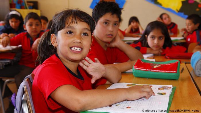 Niños en una escuela de Santiago de Chile.